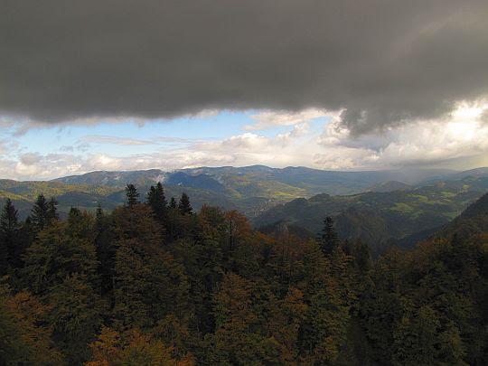 Czarne chmury zawisły.