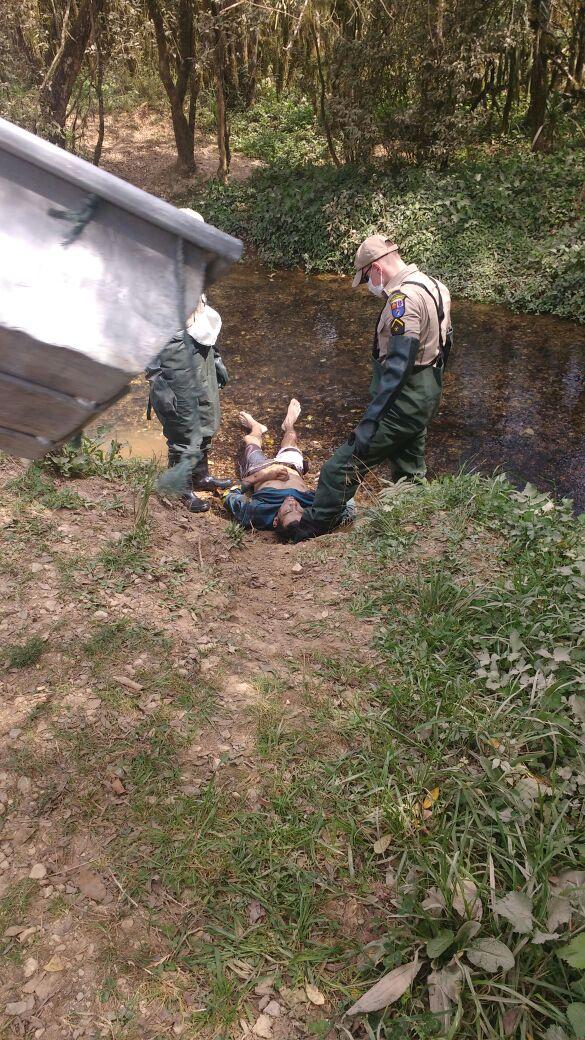 Corpo de homem é encontrado dentro de riacho no Ana Rosa
