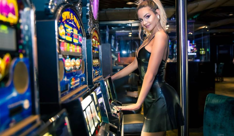 Izziye Model GlamourCasms