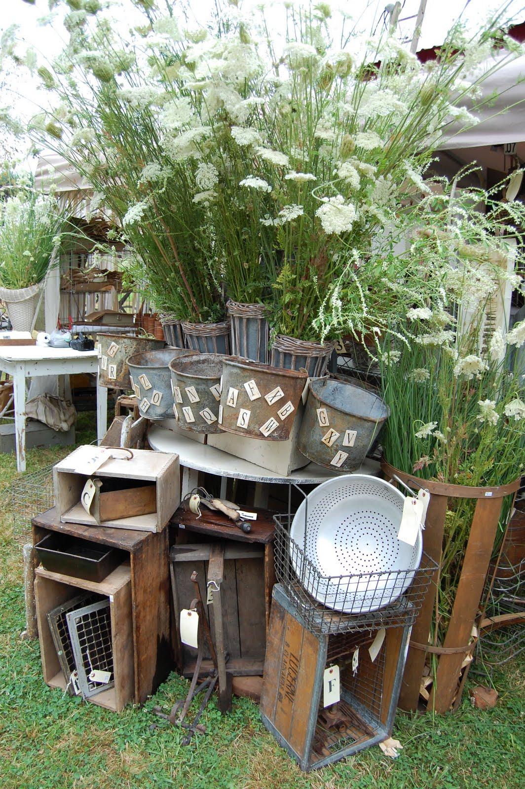 five simple things flea markets. Black Bedroom Furniture Sets. Home Design Ideas