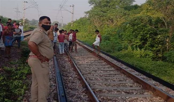 रेलवे ट्रैक पर बैठकर मोबाइल पर खेल रहा था गेम पबजी, ट्रेन से कटकर किशोर की मौत