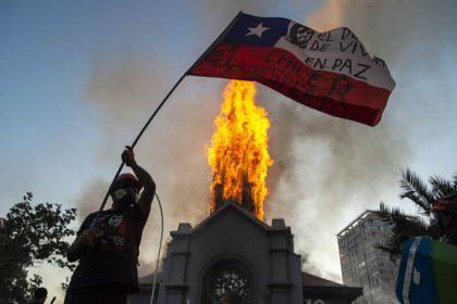 Gereja Dibakar, Pastor Paroki di Santiago Larang Umat Balas Dendam