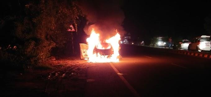 पत्रकार प्रमोद ओझा की कार में अचानक लगी आग