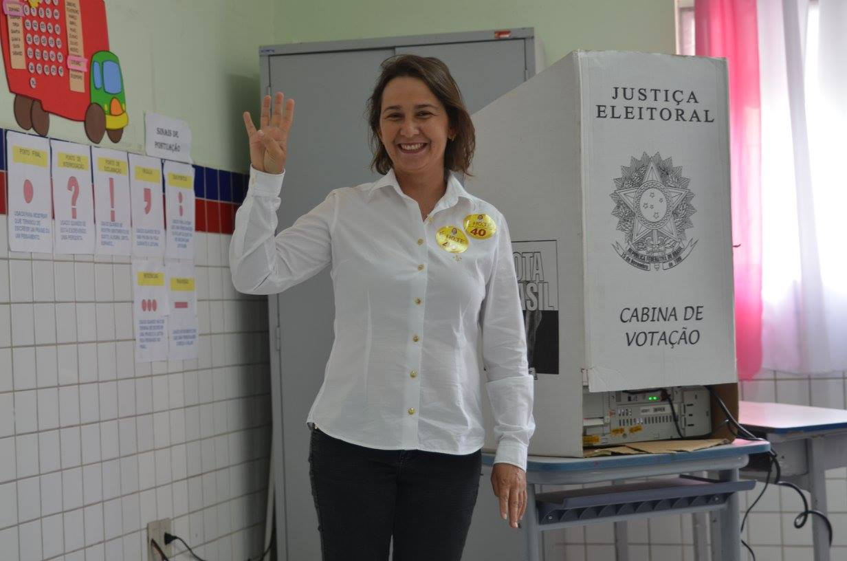 PREFEITA EM MEIO À ANIMAÇÃO Gustavo Almeida Política