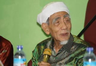 Biodata dan Profil KH. Maimun Zubair
