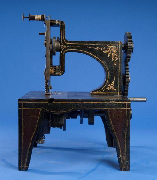 Singer sewing machine patent model 1851 - photo framing 2