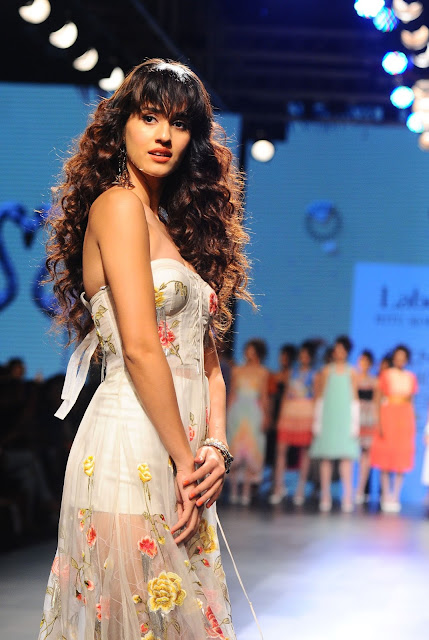 Disha Patani Hot at Lakme Fashion Week August 2017