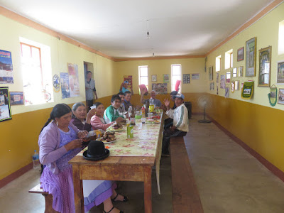 Mittagessen mit den Mitarbeitern in der Pfarrei. Viel auf dem Teller wie es in Bolivien eben üblich ist.