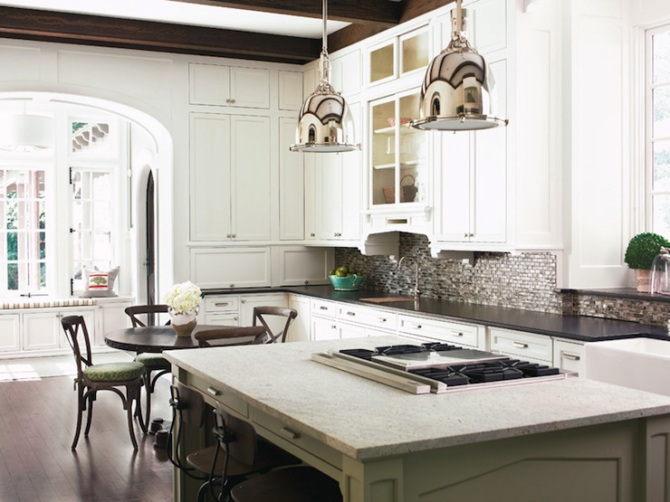 Whitehaven kitchens with beams for Cocinas con estufa en isla