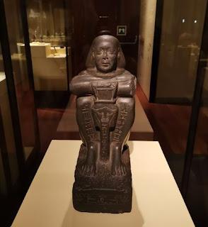 Madrid, Museo Arqueológico Nacional. La escultura egipcia de Harsomtus-Em-Hat.