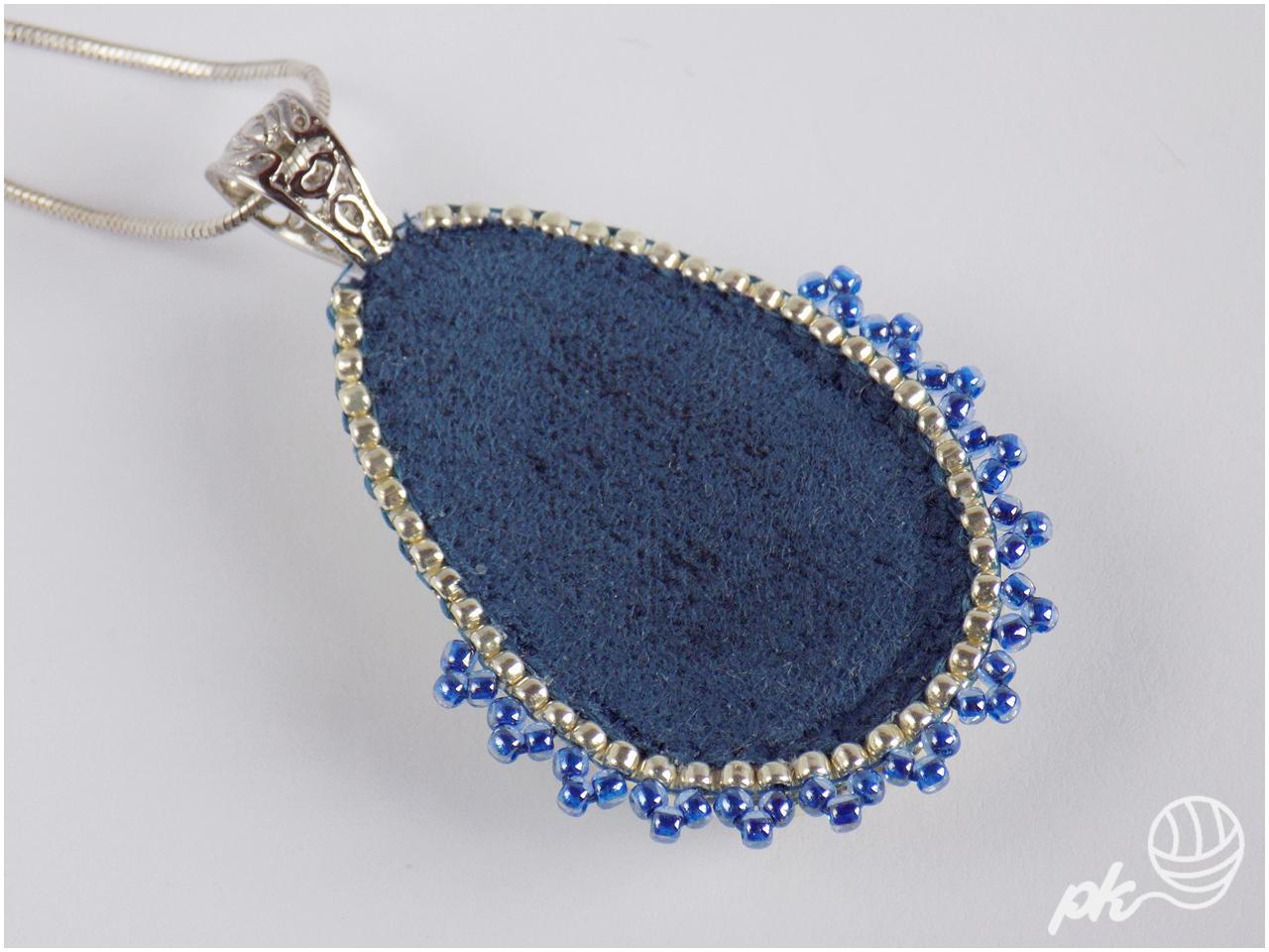 wisior, kaboszon, rękodzieło, handmade, haft koralikowy, biżuteria, jewellery, koraliki toho,