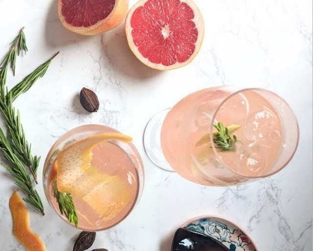 Grapefruit Cardamom Gin Fizz #summer #drinks
