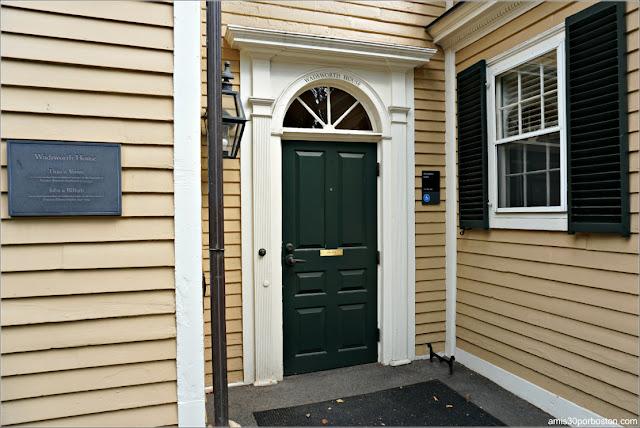 Entrada a la Wadsworth House, Universidad de Harvard
