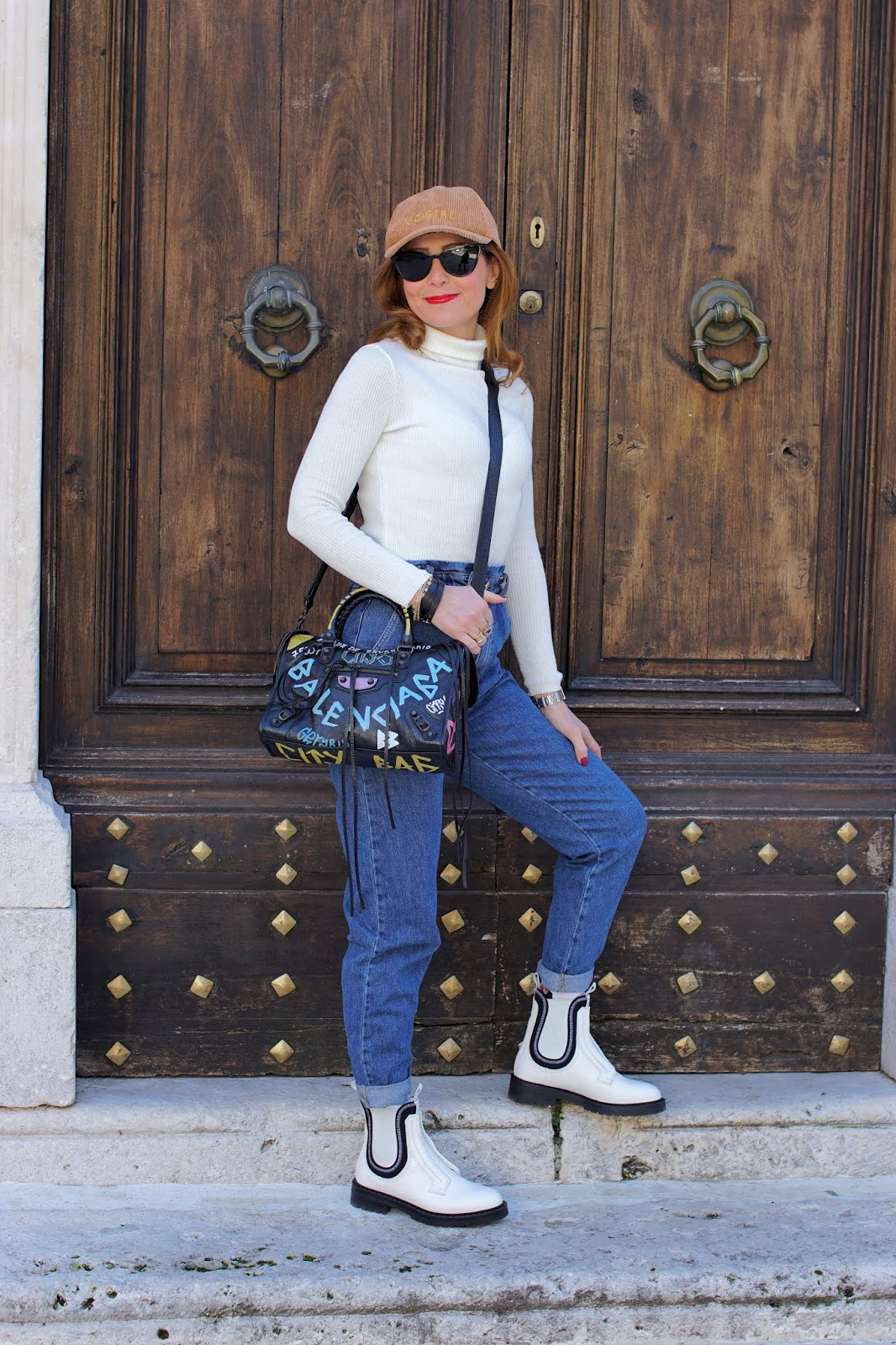 Hot Trends: Slouchy jeans and white Chelsea boots, Balenciaga graffiti bag on Fashion and Cookies fashion blog, fashion blogger style