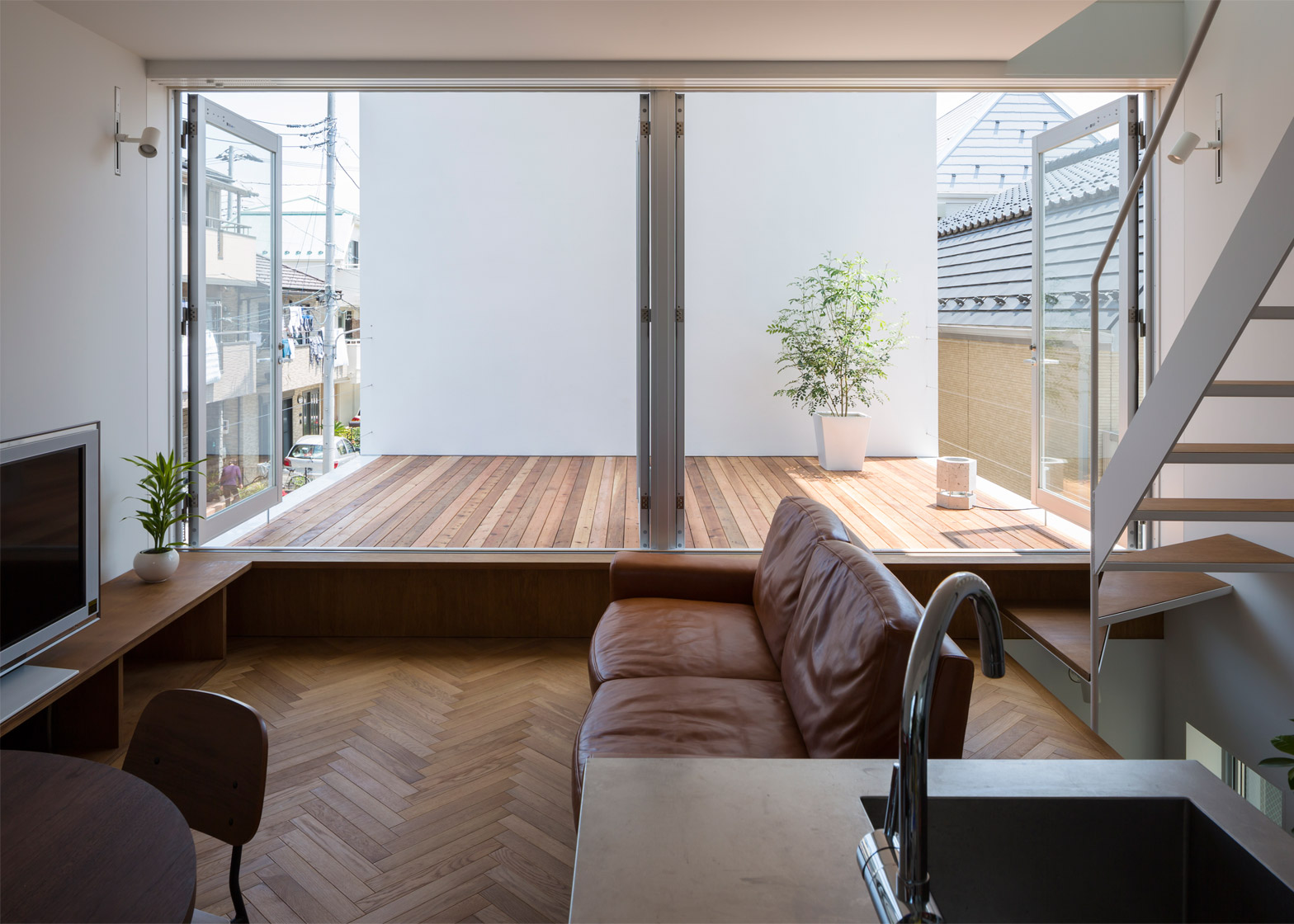 Little House Big Terrace a Tokyo by Takuro Yamamoto ...