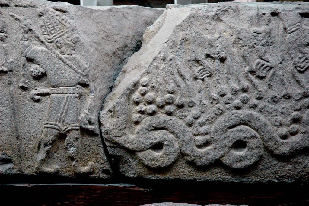 Тешуб убивающий змею Хаоса Иллуянку.