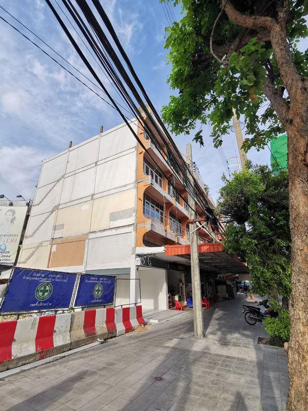 ให้เช่าอาคารพาณิชย์ ตึกแถว ทำเลดีมาก ห้องหัวมุม สี่แยกโชคชัย4 ติดถนนลาดพร้าว ปากซอยลาดพร้าว 53