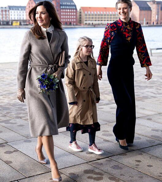 Crown Princess Mary wore Prada Knee length peter-pan-collar dress and Gianvito Rossi leather pumps, carried Naledi clutch bag