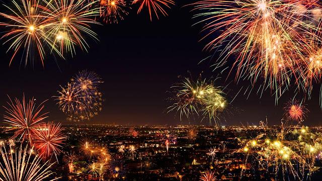 رسائل تهنئة بالسنة الجديدة 2018 Happy New Year مسجات رأس السنة والكريسماس