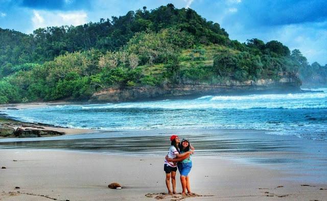 Tempat Wisata Popular Pantai Molang