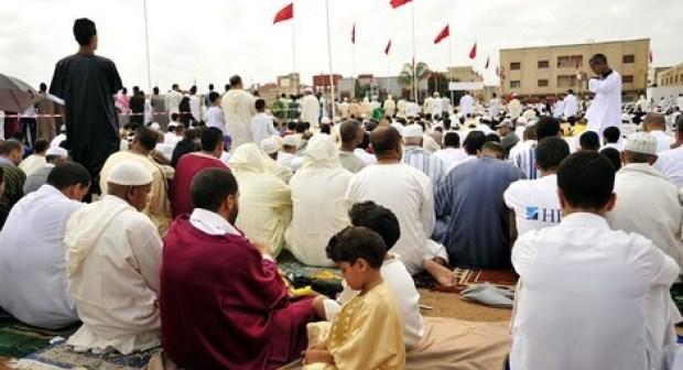 """""""مدعي النبوة"""" يخلق الجدل وسط مصلى الحي المحمدي بأكادير."""