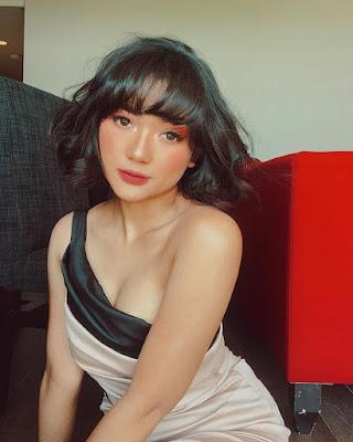 Marion Jola dada indah dan seksi One Shoulder dress