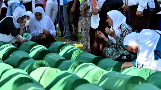 Thousands pay tribute to Muslim victims of 1995 Srebrenica massacre