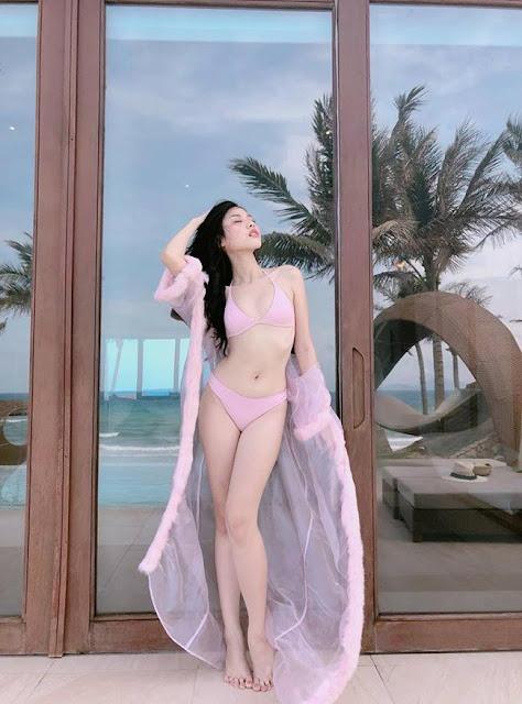 Gợi cảm và e ấp trong chiếc yếm hồng, hotgirl streamer khiến cộng đồng mạng ráo riết truy tìm!