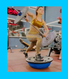 Urvashi Rautela did BOSU BALL SQUAT with a weight of 50 kg very easily, fans were surprised to see the workout video! Media kesari entertainment news