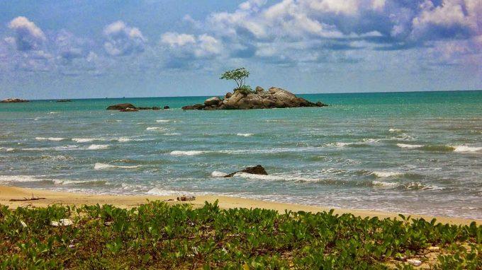 Pantai Batu Kerbuy Pamekasan