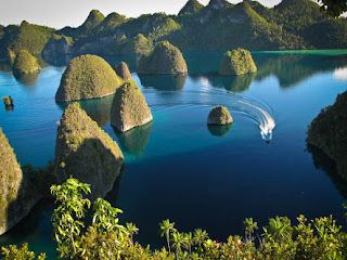 Hobby traveling? Want to explore all the natural beauty of this archipelago? 've Ever been to Raja Ampat? Want to know why Raja Ampat? Okay, I summarize the following 4 reasons that make Raja Ampat as the best tourist destination in Indonesia.