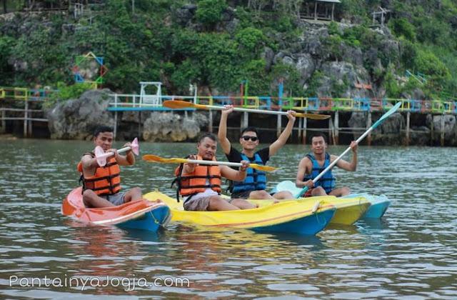 wahana perahu kano pantai Drini gunungkidul