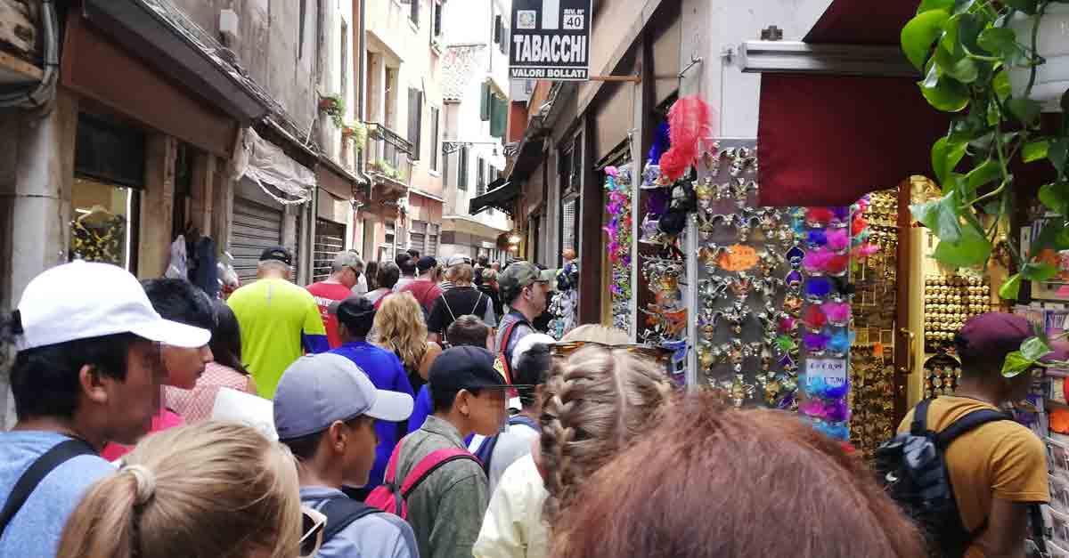 La Salizada San Lio di Venezia assediata dal turismo di massa