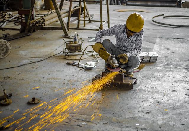 Wyposażenie firm w sprzęt i artykuły BHP