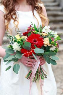 Evlilik Yıldönümü Mesajları, Evlilik Yıldönümü Sözleri Güzel, Romantik Evlilik Yıldönümü Resimli Kutlama Her Biri Romantik Evlilik Yıldönümü Mesajları Evlilik Yıldönümü Kutlama Mesajları Örnekleri, Fikirleri Uzun Yıldönümü Mesajları, Sevgiliye ve Eşe Romantik Kırmızı Güllerle Evlilik Yıldönümü Kutlama Mesajı