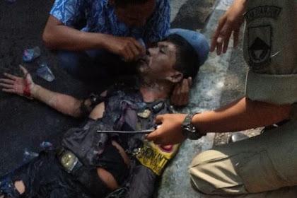 Bikin Haru! Seorang Pelajar Ini Beri Minum Polisi yang Terbakar Usai Aksi Mahasiswa di Cianjur