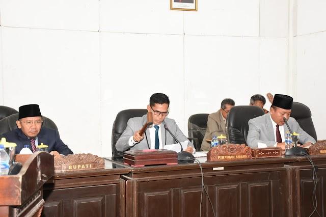 Bupati dan Ketua DPRD Tekan Nota Kesepakatan KUA-PPAS APBD KLU 2020