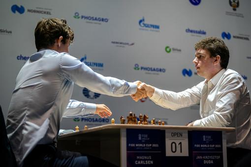 Jan-Krzysztof Duda élimine le champion du monde d'échecs norvégien Magnus Carlsen aux départages - Photo © FIDE