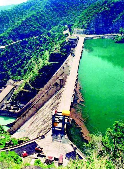 Bhakra Nangal Dam is situated across the river Sutlej that falls under the region of Bilaspur in Himachal Pradesh
