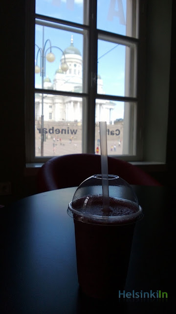smoothie in the CIAO Café at Senaatintori