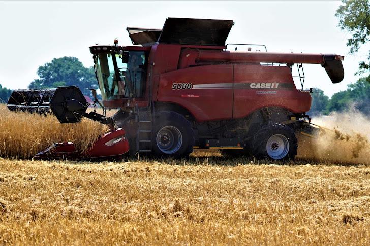 Teknologi Mekanisasi Pertanian Guna Mendukung Pengolahan Lahan