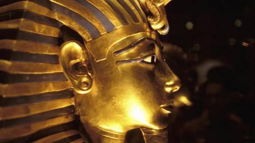 Máscara de oro del faraón Tutankamón en el museo Egipcio del Cairo, Egipto