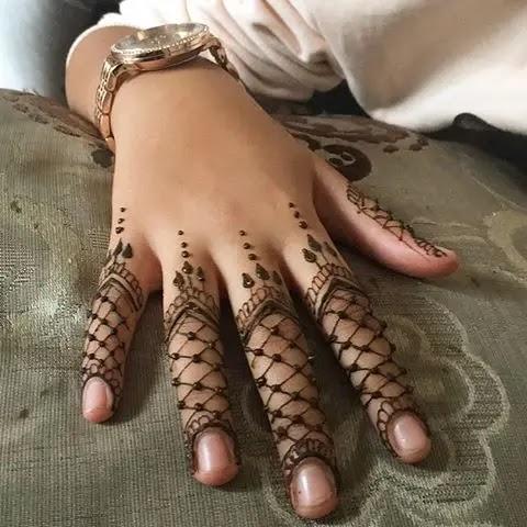 jaalidaar-finger-mehndi-designs