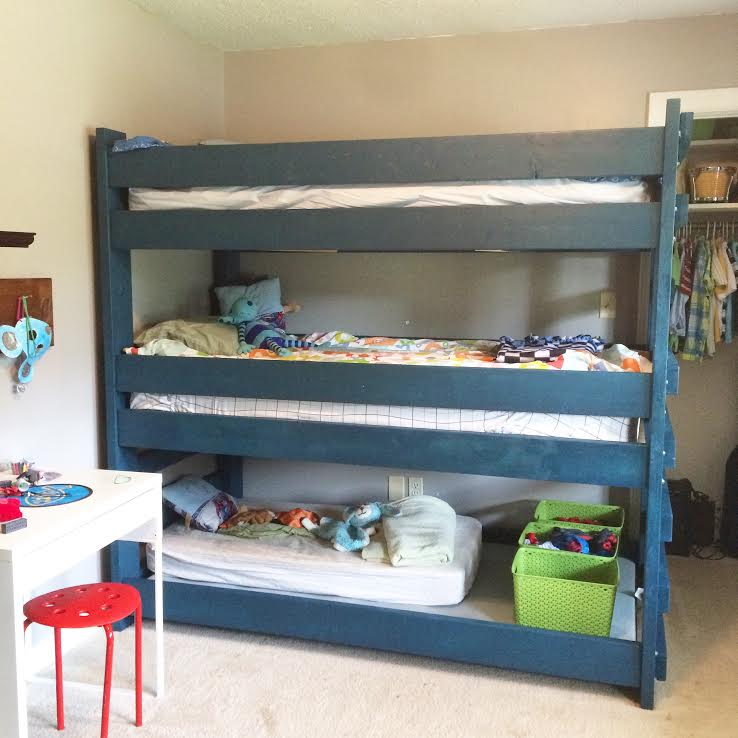The Via Colony: Triple Bunk Bed DIY (Link With Plans)