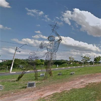 Monumento ao prefeito de Campinas Toninho do PT, assassinado na Avenida Mackenzie em 10 de setembro de 2001.