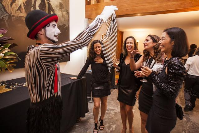 Mimico de Humor e Circo Produtora em festa de confraternização do Consulado Francês em São Paulo.