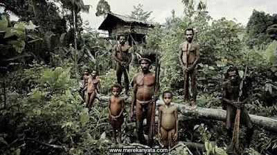 Suku Korowai.jpg