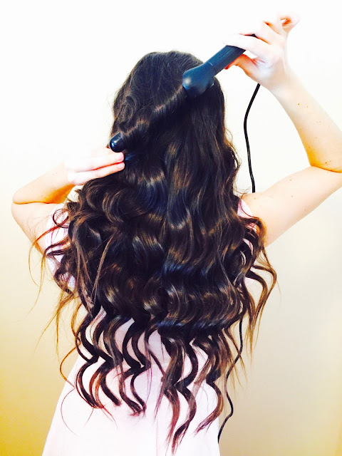 How to do perfect curls and wavy hair tutorial, brilliant brunette visibly deeper, brilliant brunette visibly deeper colour deepening treatment, brilliant brunette visibly deeper shampoo and conditioner, how to curl your hair, john frieda products,