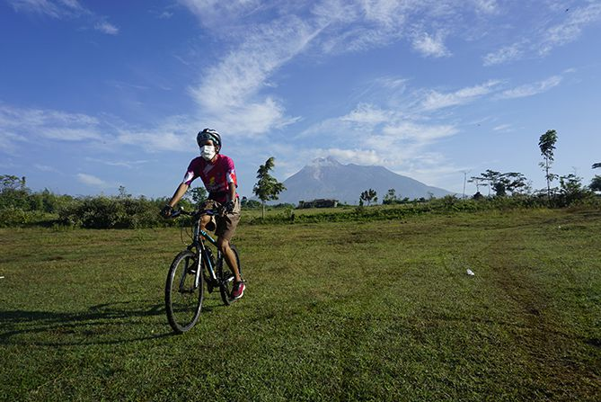 Gunung Merapi dari Kemalang, Klaten