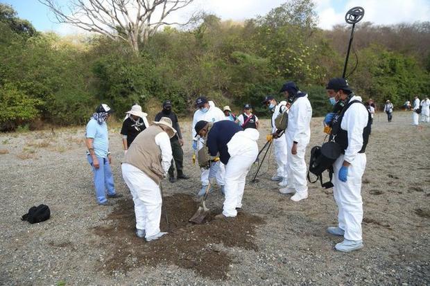 Buscaban a 1 persona desaparecida pero encontraron una Narcofosa con 11 cuerpos en Uruapan; Michoacán